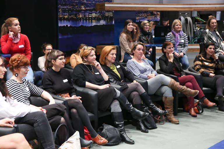 Besucherinnen beim Talk des Frauennetzwerk Medien bei Puls4