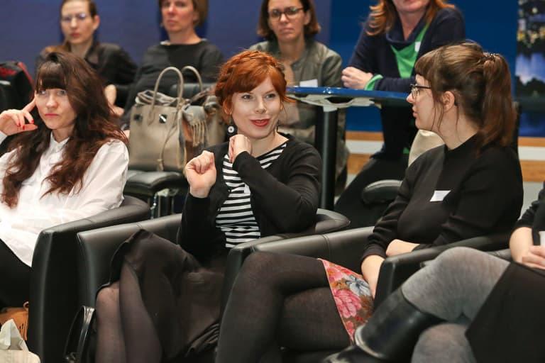 Bei Puls4: Das Frauennetzwerk Medien zu Besuch bei Puls4: Talk mit Corinna Milborn, Bigi Handlos und Alexandra Wachter.