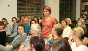 Die Journalistin Melanie Manner vom Wirtschaftsblatt spricht bei der Veranstaltung