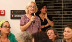 Ingrid Moritz, Abteilungsleiterin in der AK Wien, spricht bei der Veranstaltung